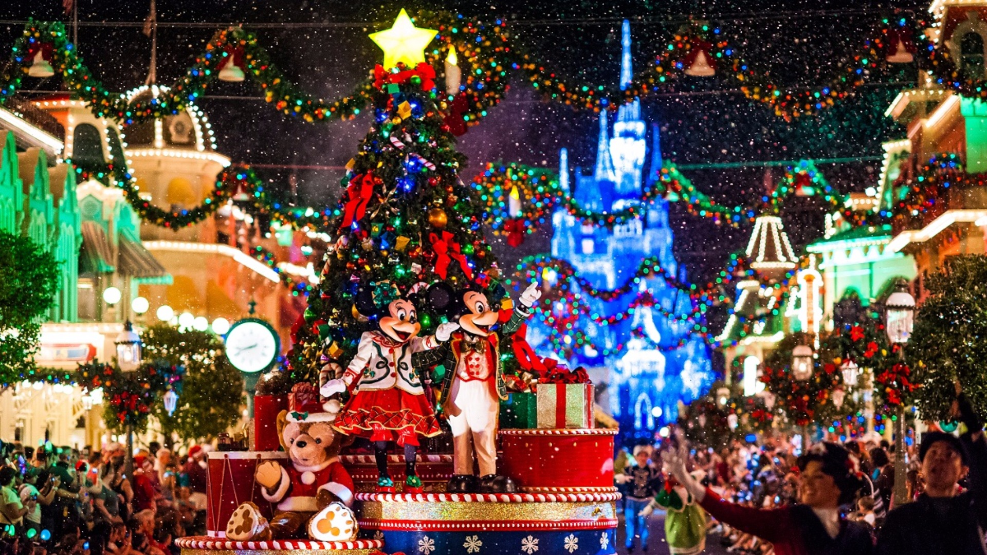 disneyland park the christmas holiday at its best