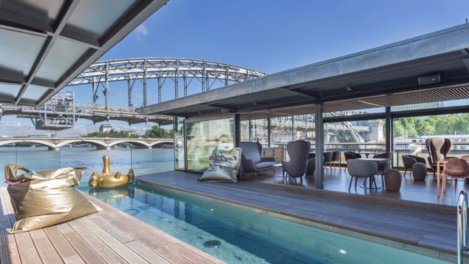 Discover the first floating hotel in Paris
